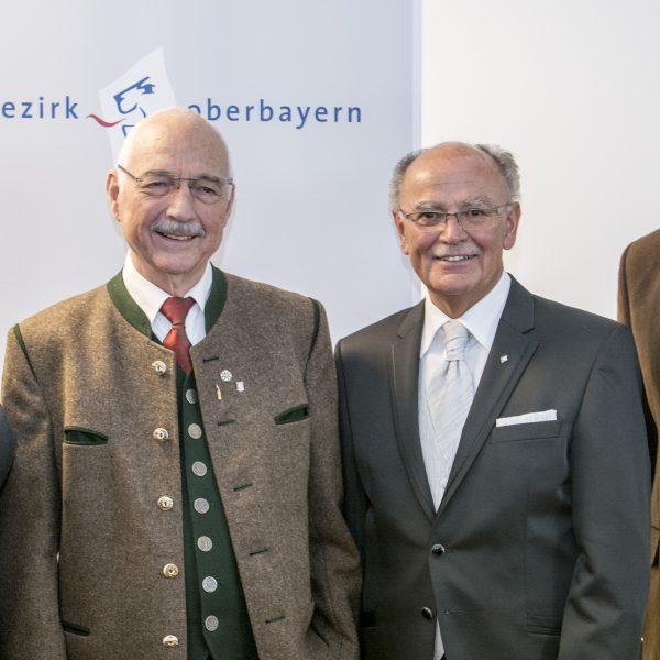 Bezirksmedaille für Hans Lederwascher
